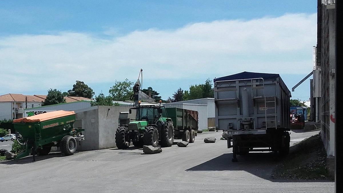 Le site engrais bulk blending de Soufflet-Atlantique de Fontenay-le-Comte Ex: SPS-négoce rue de Jéricho. Un négoce agricole de l'agriculture céréalière et maraîchère du Sud-Vendée.