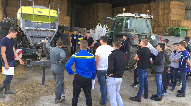 Un chantier de semis direct de blé près de la Rochelle