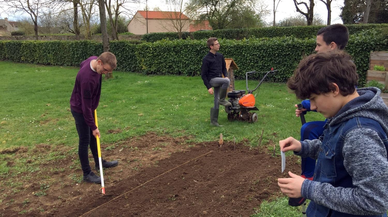 Accueil futurs 4e et 3e Ateliers Partagés CFA MFR Puy-Sec Avril 2018 Présentation CFA MFR de Puy-Sec Atelier jardinage