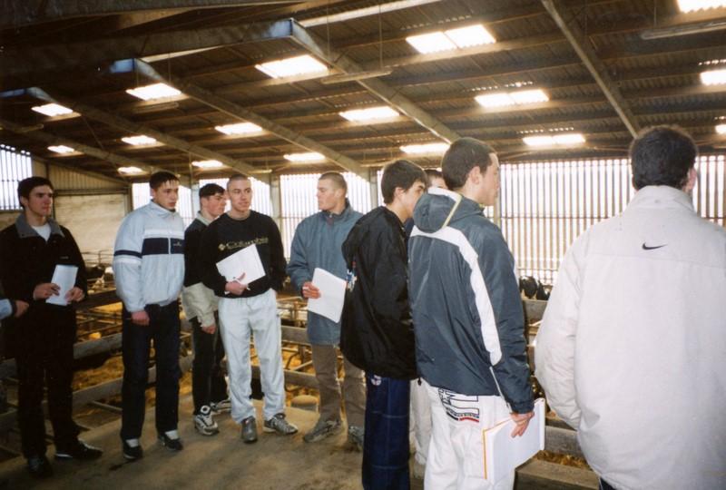 Archives anciens élèves mfr puy-sec 2000 Visite ferme 4