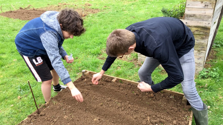 Vie résidentielle au CFA MFR Puy-Sec Activités jardinage