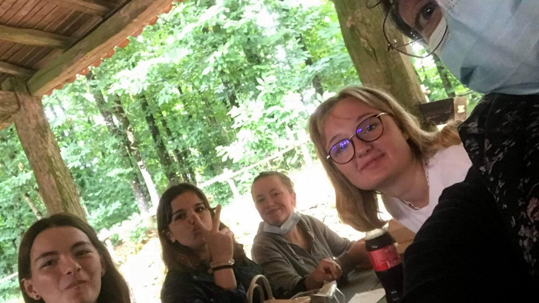 A table les filles - 3ème MFR PUY SEC-